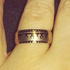 Jewelry - Silver Band Style Ring with Etchings